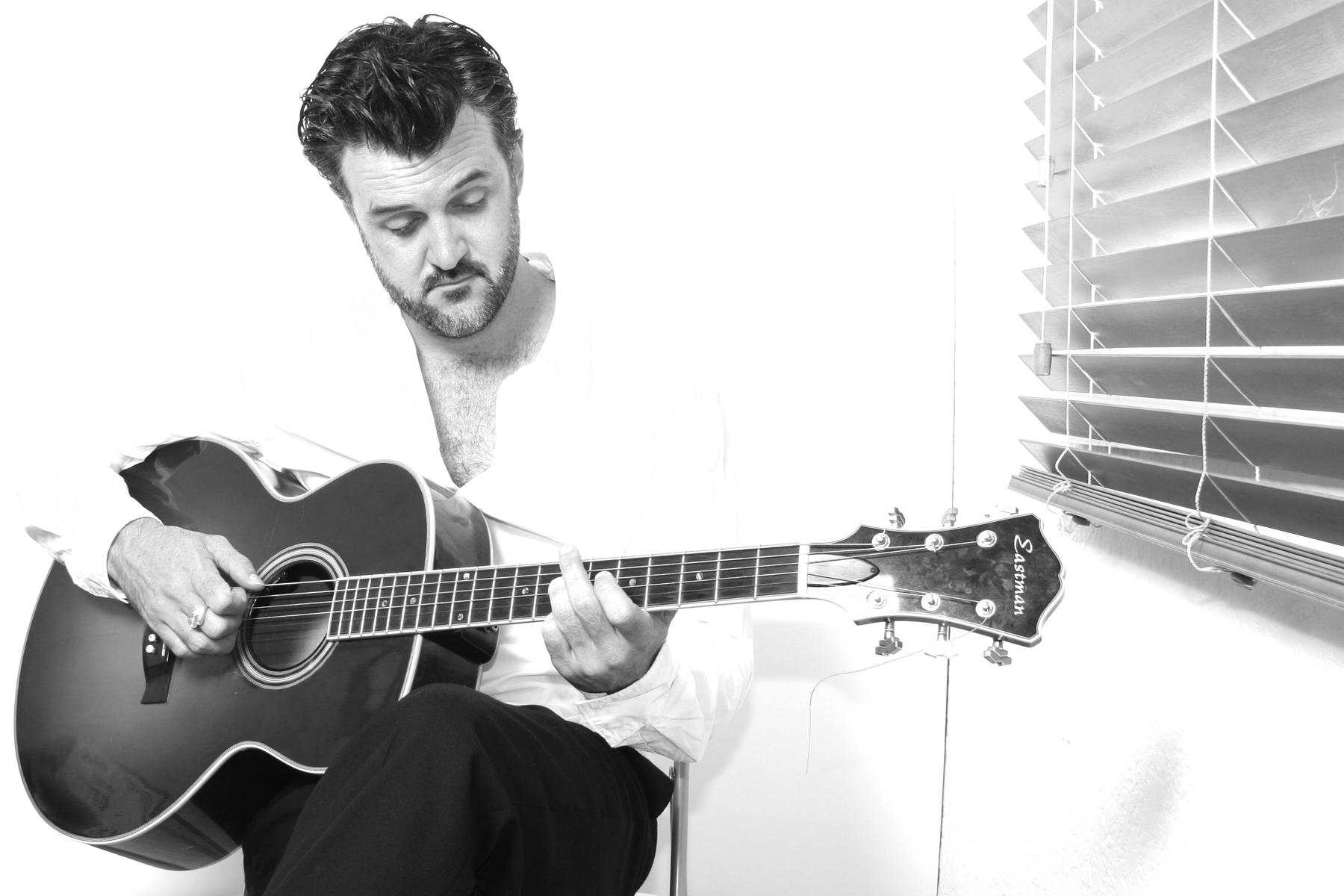 Singer/ Songwriter Brett Hunt