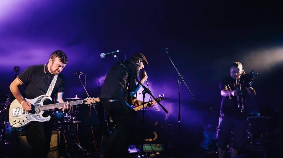 Analog Bombs spielen funky Indie-Ska in der Astra Stube