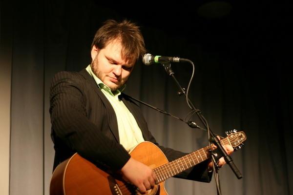 Svavar Knutur live