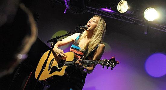 Livemusik: Melanie Dekker in Bremen